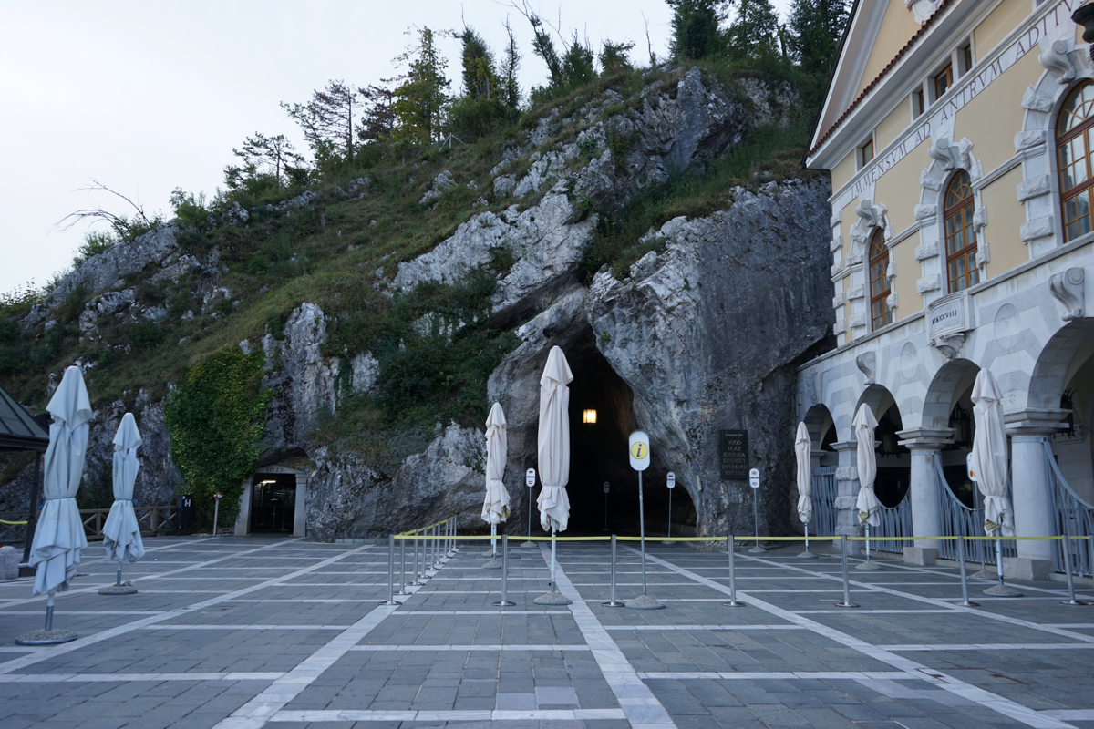 f87b70c6c5a3351bad6dab4e61f7b6c7 - 【スロベニア ポストイナ・シュコツィアン鍾乳洞】ブレッド湖だけじゃもったいない!巨大鍾乳洞