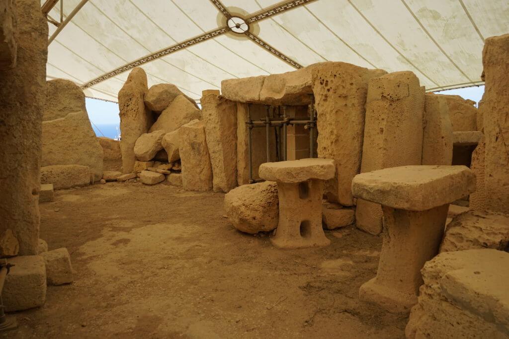 DSC06702 1 1024x683 - 【マルタ旅行記3】蒼い海と極彩色。他に何かいる?ハジャーイム神殿