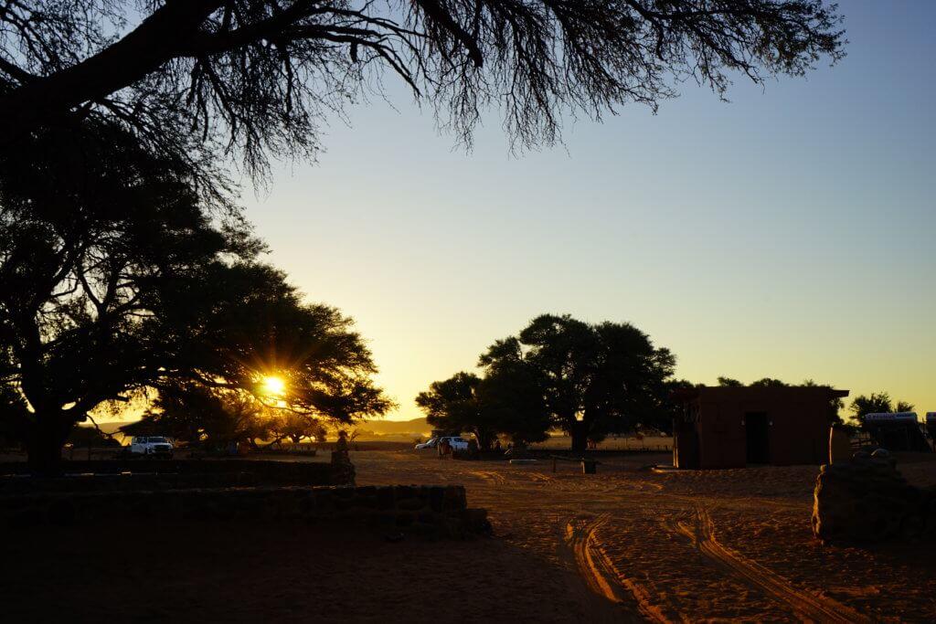 DSC3651 1024x683 - 【ナミビア ナミブ砂漠・セスリム】絵画のような景色。ナミブ砂漠デッドフレイへの行き方