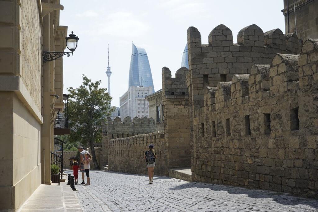 DSC4835 1024x683 - 【アゼルバイジャン バクー】1日で回るモデルコース!城壁の旧市街地とバブリーな新市街地