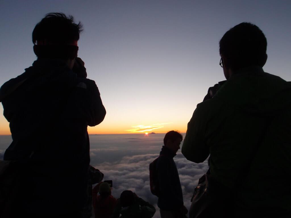 P9150235 1024x768 - 【燕岳-大天井岳-常念岳-蝶ヶ岳 縦走録(3)】街の上、雲の上、太陽の上。