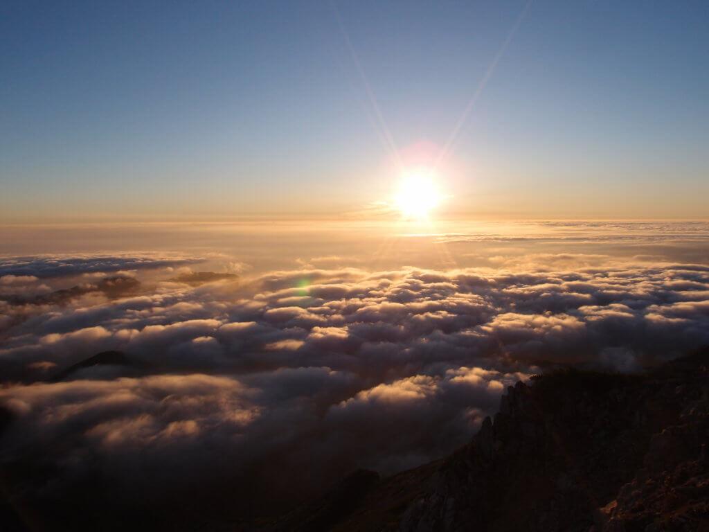 P9150249 1024x768 - 【燕岳-大天井岳-常念岳-蝶ヶ岳 縦走録(3)】街の上、雲の上、太陽の上。