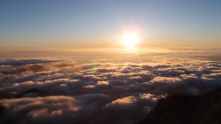 【燕岳-大天井岳-常念岳-蝶ヶ岳 縦走録(3)】街の上、雲の上、太陽の上。