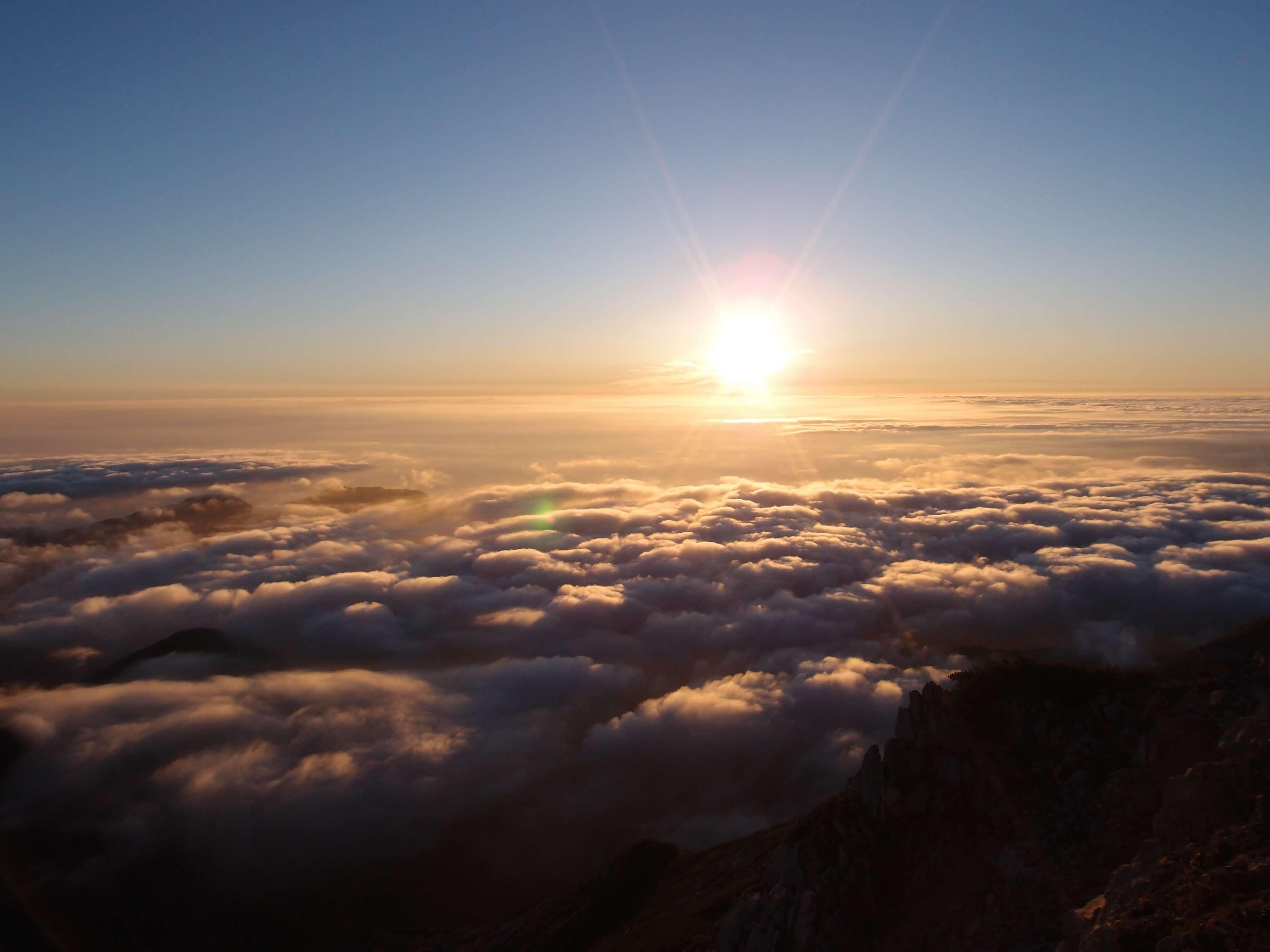 P9150249 - 【燕岳-大天井岳-常念岳-蝶ヶ岳 縦走録(3)】街の上、雲の上、太陽の上。