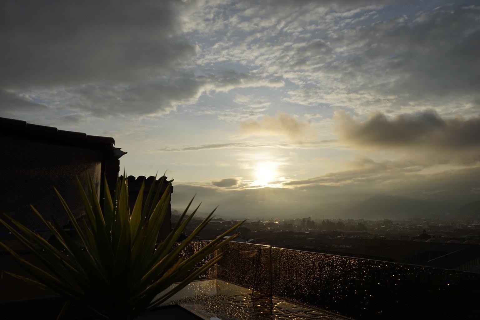 DSC7627 1536x1024 - 【ペルー クスコ】雨と光と爆竹と。2020年へのカウントダウン(6)クスコの初日の出