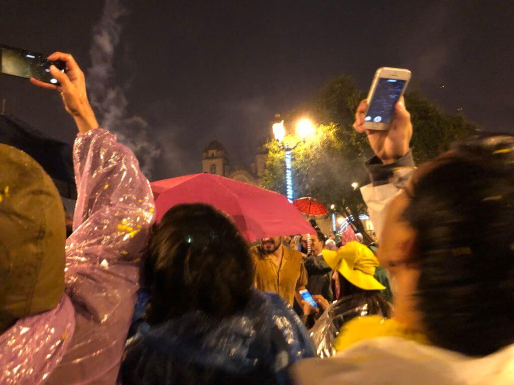 IMG 5919 1024x768 - 【ペルー クスコ】雨と光と爆竹と。2020年へのカウントダウン(4)アルマス広場のカウントダウン
