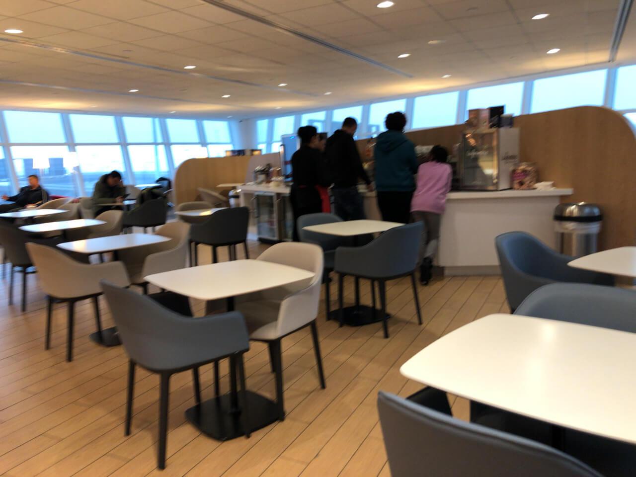 IMG 5960 - 【USA JFK空港】JALの使う第一ターミナルにあるプライオリティーパスが使えるラウンジ