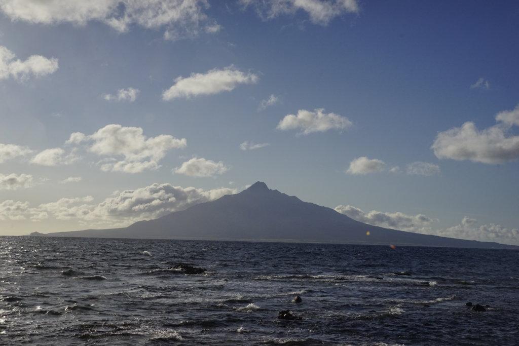 DSC9556 1024x683 - 【北海道 礼文島】なだらかな山と海の絶景(3)-日の出、使われない空港、北のカナリアパーク。