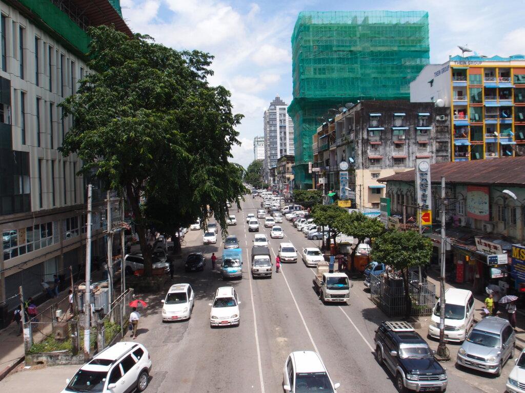 P8141142 1024x768 - 【ミャンマー ヤンゴン】東南アジアなエネルギーのシワに詰まった、夢と永遠と平和とミャンマー