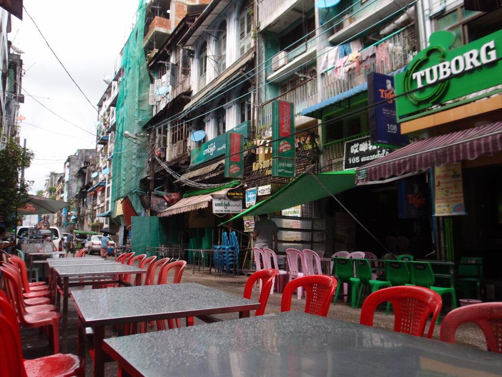 P8141159 1024x768 - 【ミャンマー ヤンゴン】東南アジアなエネルギーのシワに詰まった、夢と永遠と平和とミャンマー