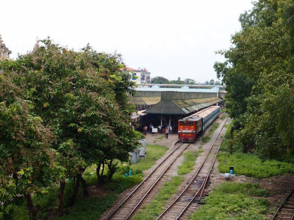 P8151200 1024x768 - 【ミャンマー ヤンゴン】土色のヤンゴン。夢見るミャンマー。イラワジ川の寺院。