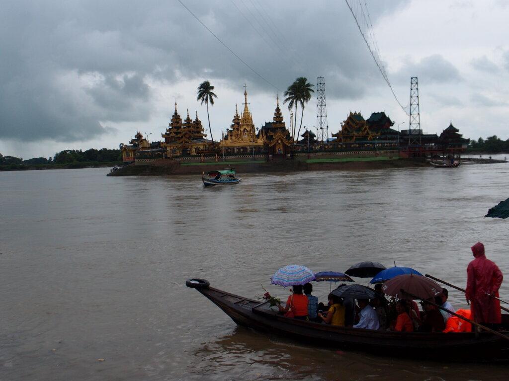 P8151228 1024x768 - 【ミャンマー ヤンゴン】土色のヤンゴン。夢見るミャンマー。イラワジ川の寺院。