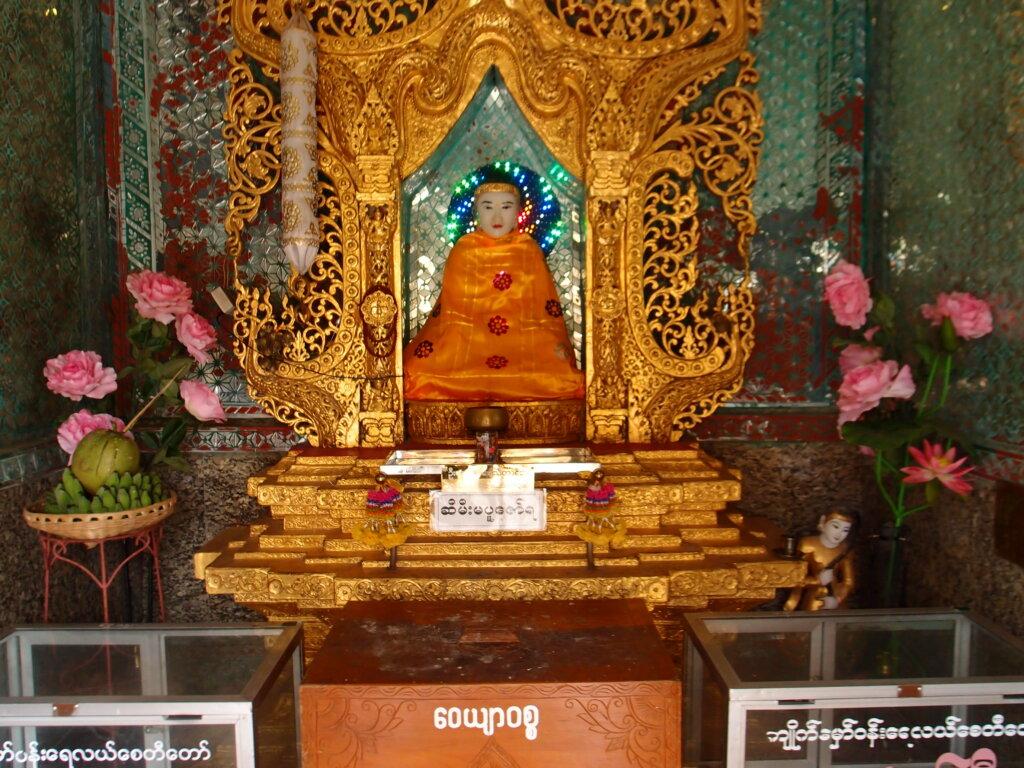 P8151233 1024x768 - 【ミャンマー ヤンゴン】土色のヤンゴン。夢見るミャンマー。イラワジ川の寺院。